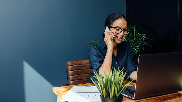 Supplier relationship management: Woman on the phone